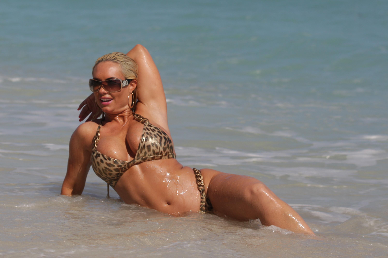 Супруга любит фотографировать на пляже 12 фотография