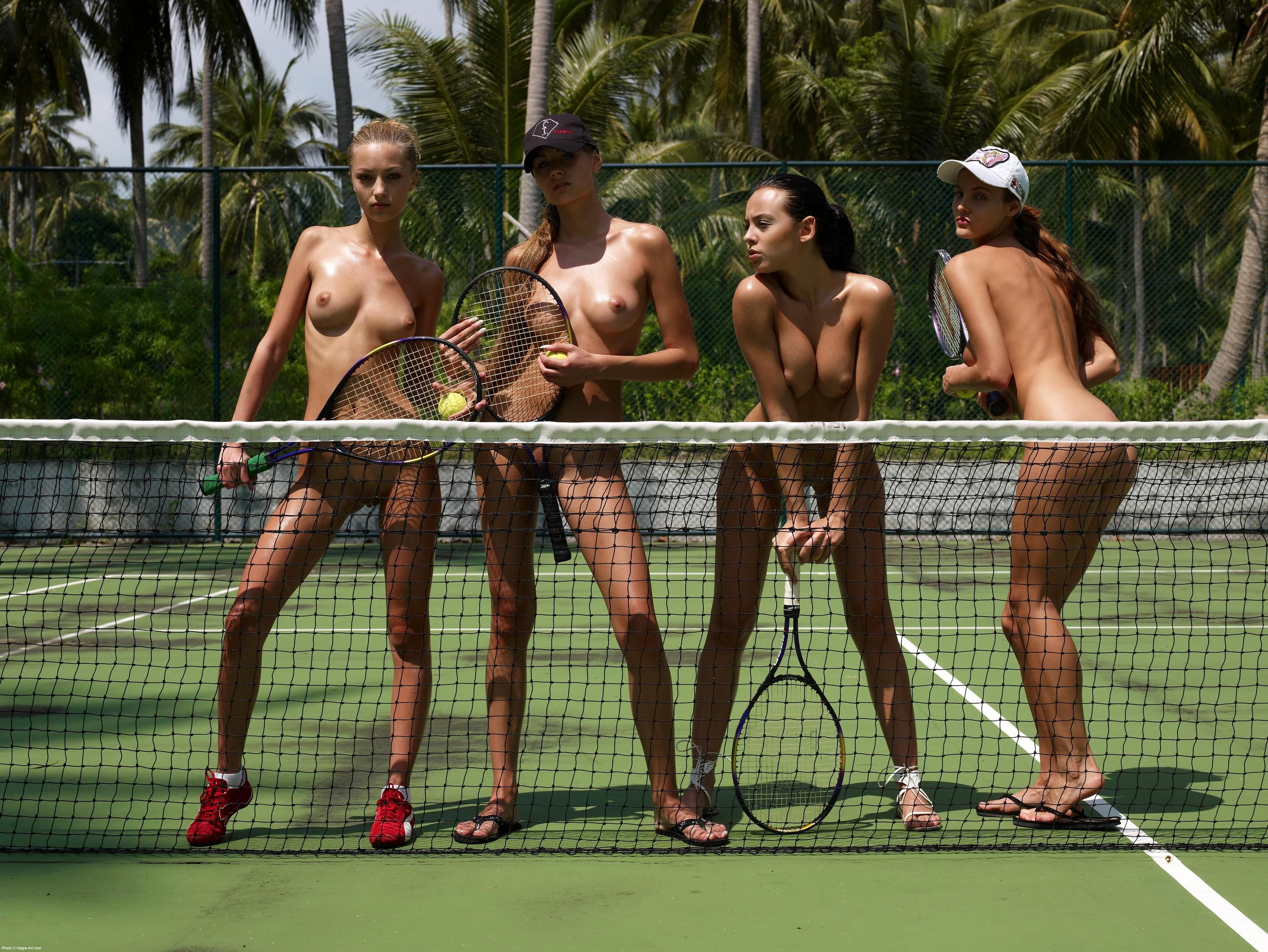 v-tennis-igrayut-golie-devushki