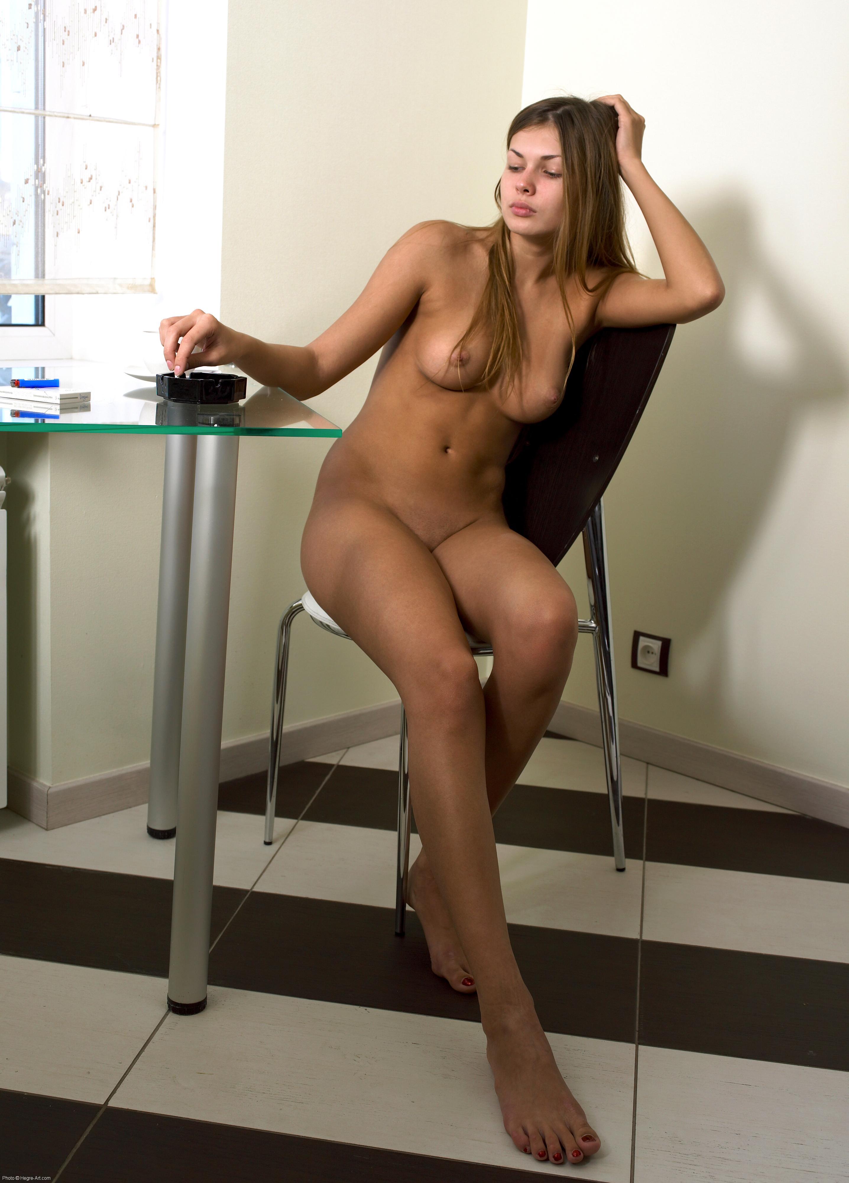 Эро девушка на кухне 22 фотография