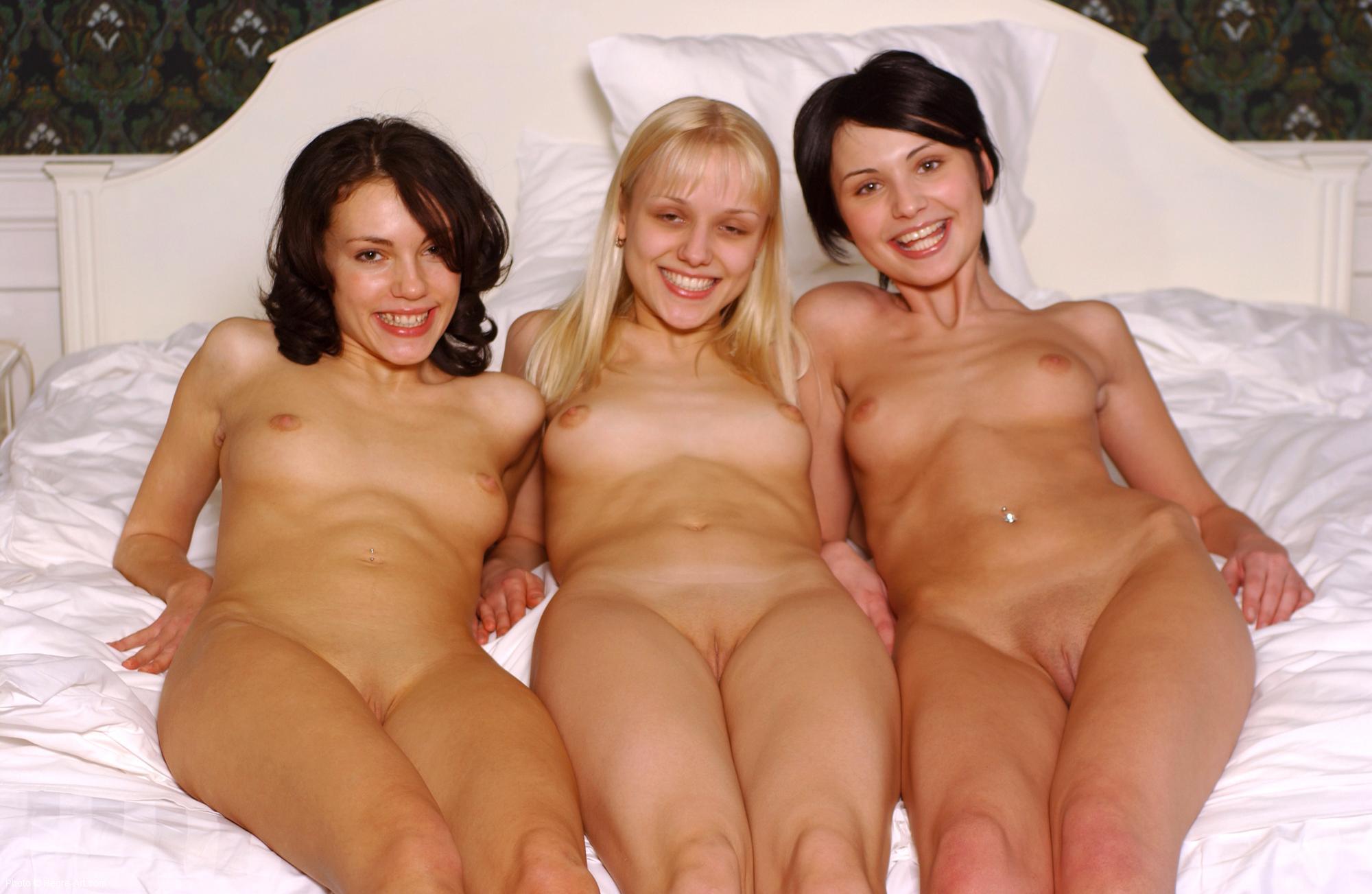 Три мамочки и один мужик 29 фотография