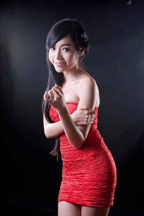 Elly Tran Ha 49
