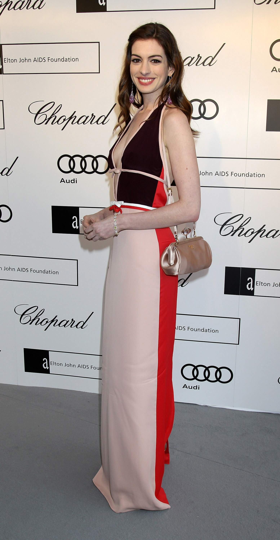 Anne Hathaway Kosty 555 info 0005
