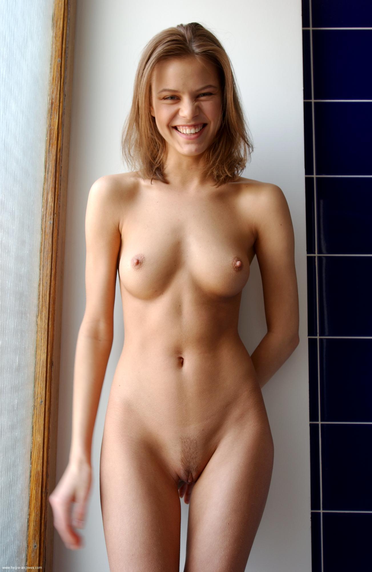 hidden naked hottie pictures