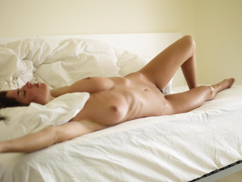 Спит голая женщина, Голые спящие девушки (100 фото) - порно фото 8 фотография