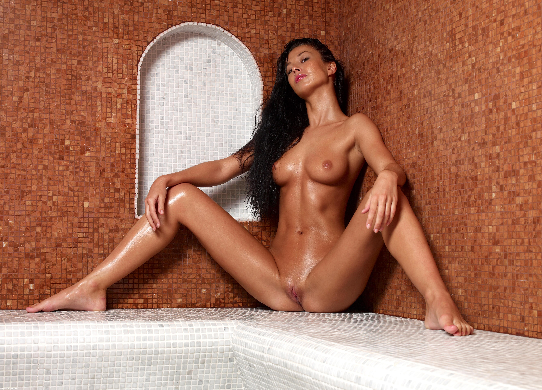 Girls naked through peep holes
