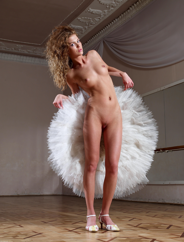 nancy travis nude pictures
