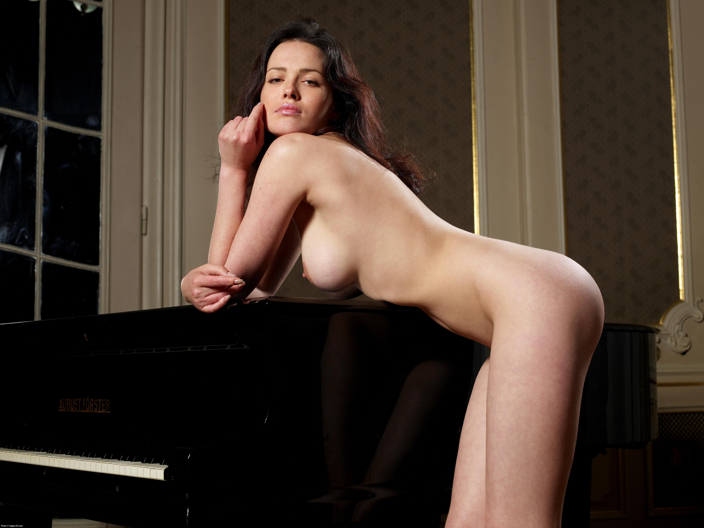 Голая певица модель Даша Астафьева фото эротика