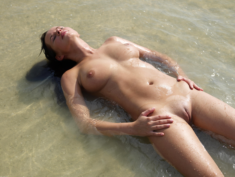 beach girls nude Thai