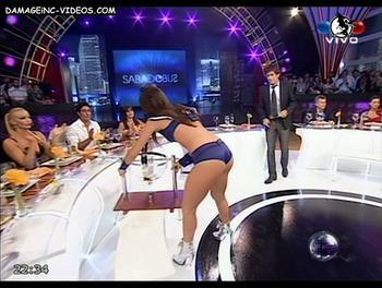 Sofia Jimenez se agacha